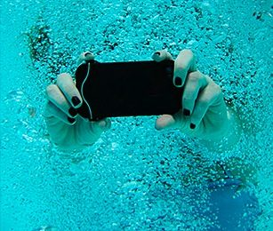 scuba-suit-iphone